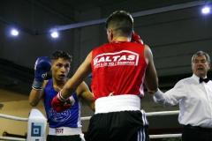 BU 1: Den besten Kampf des Abend lieferten sich Hanaus Nenad Stancic (li.) und Surik Jangoyan vom Boxteam Hanse Wismar. Am Ende siegte Stancic einstimmig nach Punkten.  Foto: Moni Pfaff